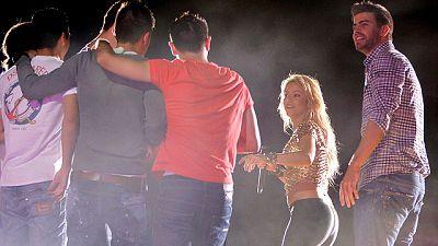 Después del baño de masas por las calles de Barcelona y el gran recibimiento con su afición en el Camp Nou, varios jugadores del Barça terminaron la fiesta por la Champions en el concierto de Shakira, pareja sentimental de Gerard Piqué.