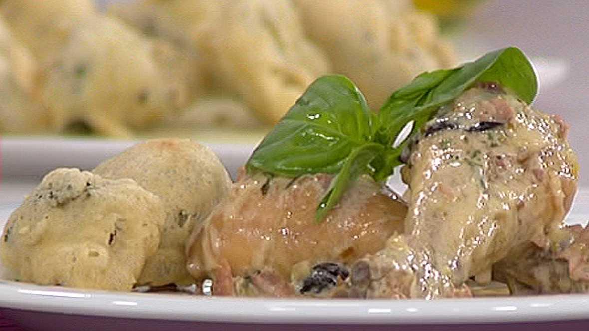 Muslitos en salsa con buñuelos de brócoli
