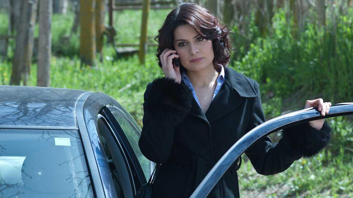 Gran Reserva - T2 - Capítulo 24 - Aliada con Raúl, Mónica desvela a Lucía un terrible secreto sobre el pasado de Miguel - Ver ahora