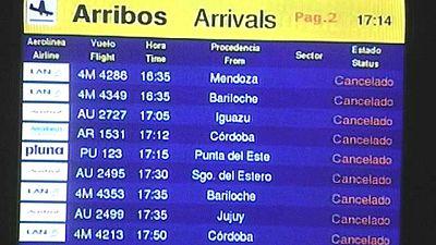 Por segunda vez esta semana, los aeropuertos de Buenos Aires están cerrados por las cenizas del volcán Puyéhue