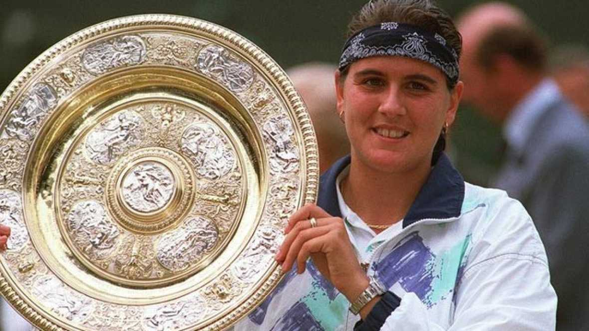 Le tenista española hizo historia al ser la primera mujer de nuestro país en lograr la victoria en Londres, y lo hizo ante la reina indiscutible de Wimbledon