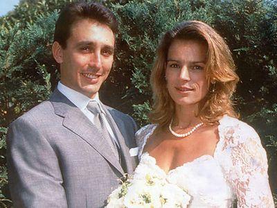 Estefanía de Mónaco se dio el sí quiero con Daniel Ducruet el 1 de julio de 1995. La princesa logró que su padre diera el visto bueno a su relación con su guardaespaldas, con el que había tenido dos hijos: Louis, en 1992 y Pauline en 1994.