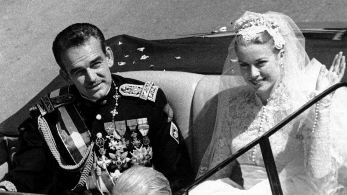 Un Nodo de 1956 recuerda la boda entre el príncipe Rainiero III de Mónaco y Grace Kelly, la más glamurosa de la realeza europea. La falta de representación de las casas reales estuvo compensada con la asistencia de lo más granado del panorama hollywo