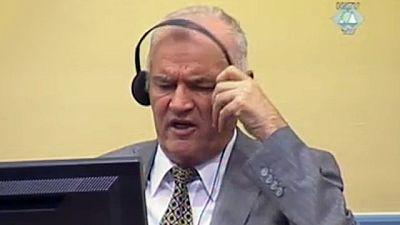 Mladic se encara con el juez de La Haya y es expulsado