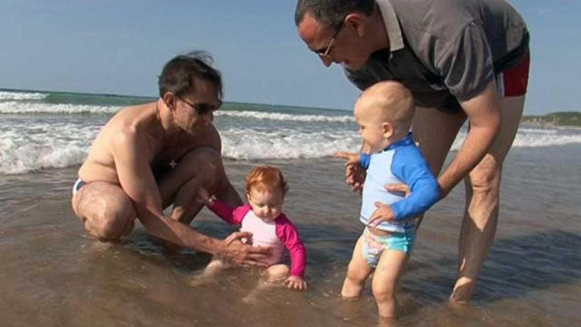 En familia - En la playa - Paternidad subrogada