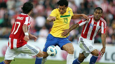 La selección brasileña ha tropezado con Paraguay, a la que consiguió empatar 'in extremis' en un nuevo mal partido de la 'canarinha' en la Copa América.