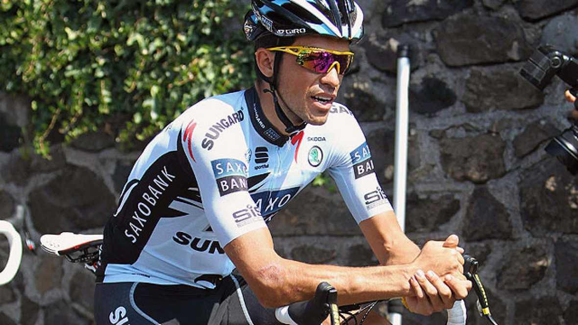 Los ciclistas españoles Alberto Contador y Juan Antonio Flecha aprovechan la jornada de descanso para recuperarse de las caídas que sufrieron en la accidentada jornada del domingo en el Tour de Francia.