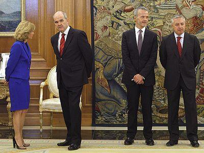 Los cuatro protagonistas del último cambio de Gobierno decidido por José Luis Rodríguez Zapatero han prometido sus nuevos cargos ante el Rey en un acto en el Palacio de La Zarzuela, al que han asistido también la Reina, el presidente del Gobierno y