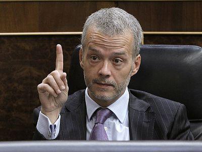 Salgado tiende la mano a Saénz de Santamaría, que cree que Zapatero está de salida