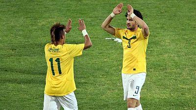 Pato y Neymar meten a Brasil en cuartos