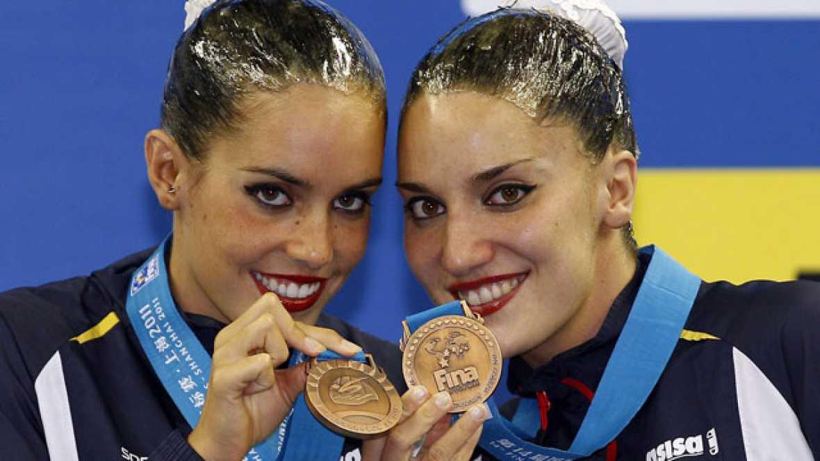 Andrea Fuentes y Ona Carbonell consiguen su primera medalla juntas en dúo, en los Mundiales de Natación de Shanghái. La puntuación final ha sido 95.400, solo por debajo de Rusia y China.