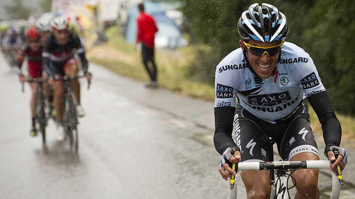 Alberto Contador ha efectuado un ataque sorpresa en la antesala de los Alpes y ha recuperado tiempo ante sus más inmediatos rivales, los hermanos Schlek.