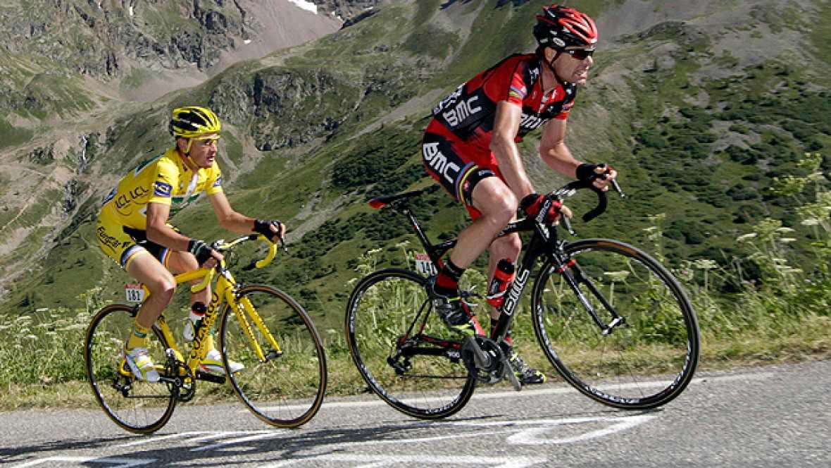 Un nuevo cambio de ritmo de Alberto Contador en la subida del Telegraph ha hecho que el líder Voeckler y Evans se queden descolgados. El australiano ha sufrido además problemas mecánicos.