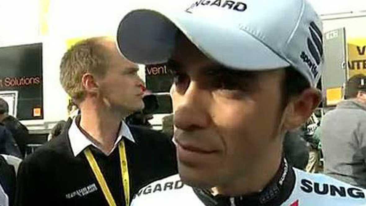"""Alberto Contador ha afirmado a TVE en la línea de meta de Alpe d'Huez que ha corrido como le gusta y señaló que, pese a no haber logrado la victoria, no se arrepiente de cómo afrontó la carrera. """"No me arrepiento de nada. He corrido como me gusta. He"""
