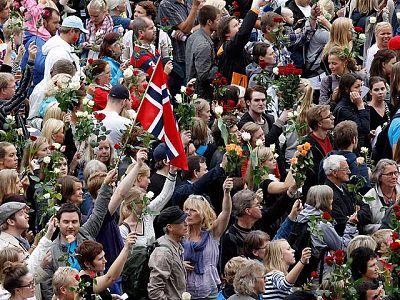 Oslo homenajea a las víctimas de la brutal matanza