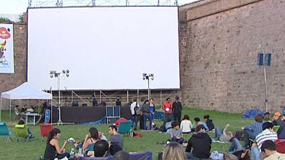 Los cines al aire libre no sufren la crisis