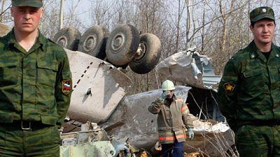 Dimite el ministro de Defensa polaco tras hacerse público el informe del accidente aéreo de Smolensk