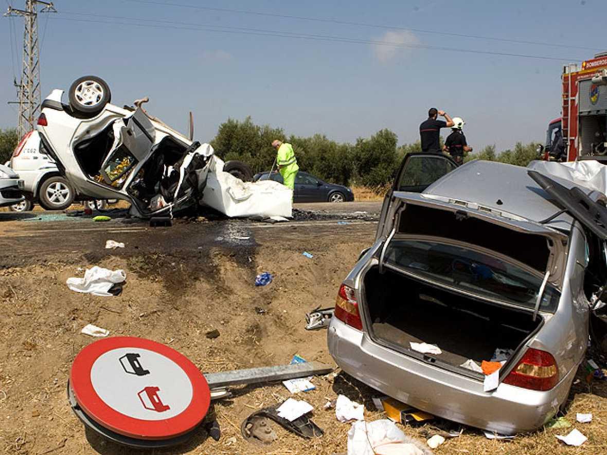 Tres muertos y siete heridos graves en un accidente en Los Palacios, Sevilla.