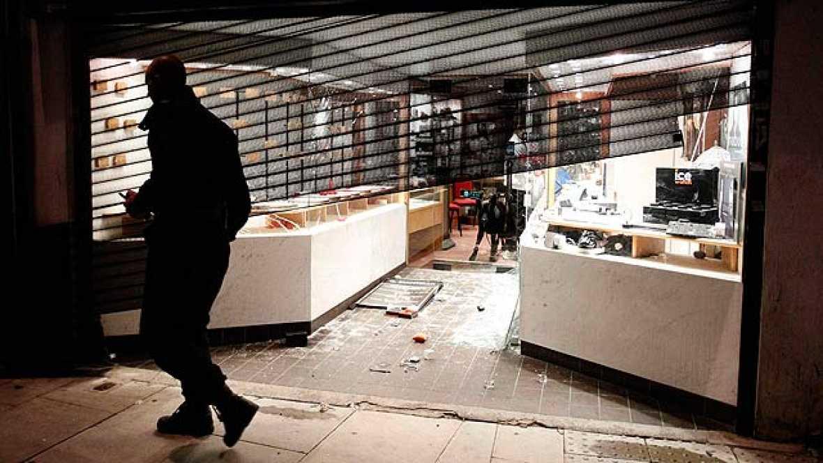 El barrio londinense de Enfield ha sido objeto de actos violentos este domingo por la noche
