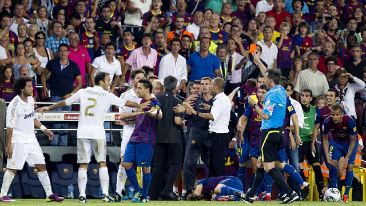 Una entrada de Marcelo a Cesc en el minuto 93 provocó la expulsión del merengue y que ambos banquillos se enzarzasen en una tangana
