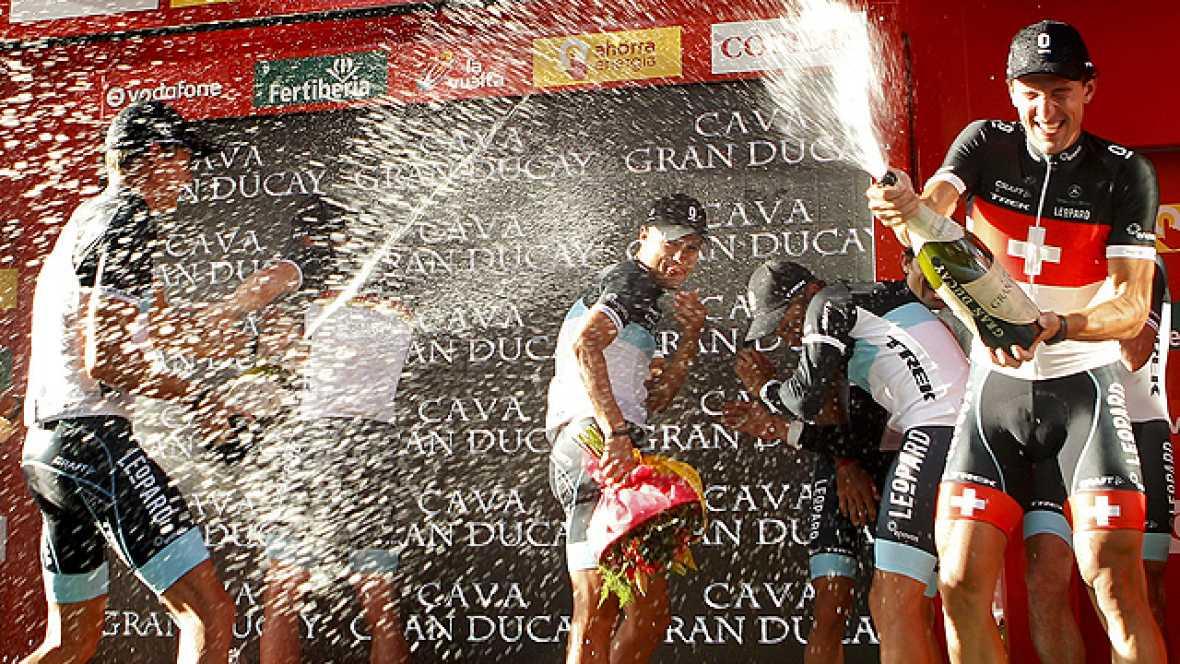 El conjunto Leopard-Trek, liderado por el suizo Fabian Cancellara,  se ha hecho con la primera etapa de la 66 edición de la Vuelta a  España, una contrarreloj por equipos disputada en la localidad  alicantina de Benidorm con un recorrido de 13,5 kiló