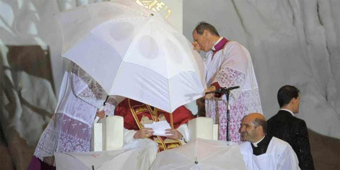 Una tormenta obliga a suspender el discurso del papa en la vigilia