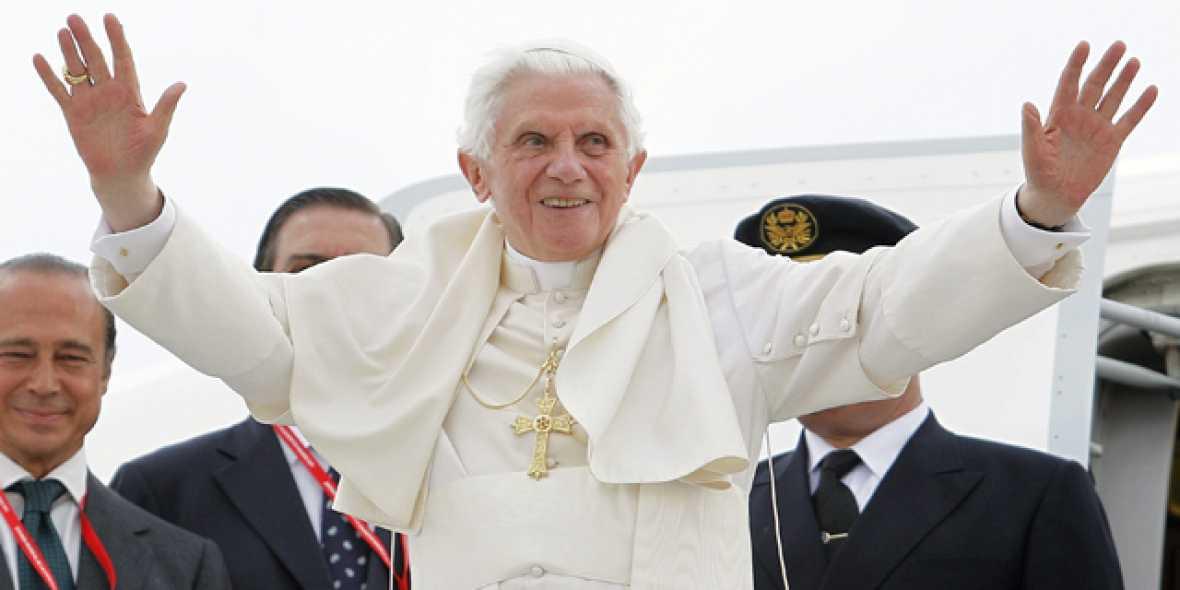 El papa se despide de España recordando a quienes no tienen trabajo