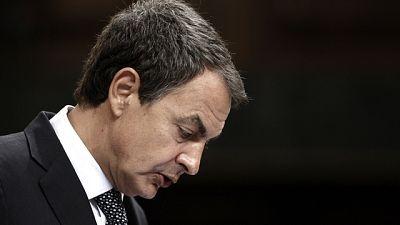 Zapatero avanza la aprobación de una prórroga de seis meses de la ayuda de 400 euros