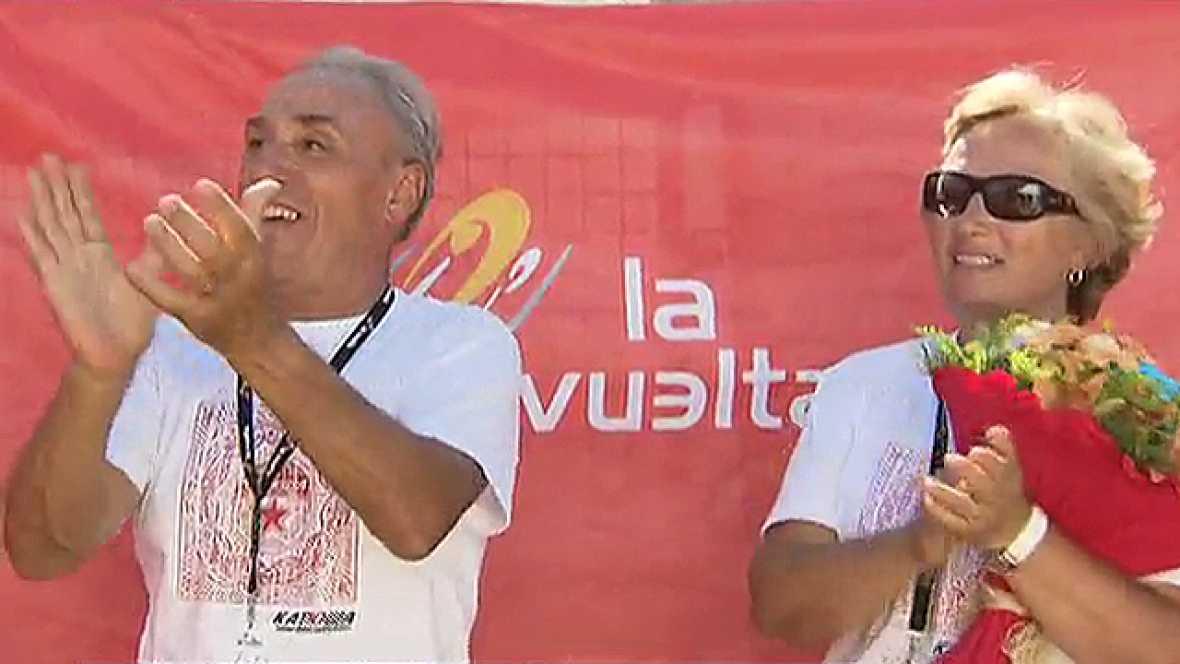 Al ganador de la etapa de Valdepeñas de Jaén, Joaquím Rodríguez, le acompaña allá donde va un animador especial. Su padre, ya jubilado, se mueve con su caravana por todas las carreras en las que participa su hijo. El primer abrazo nada más bajar del