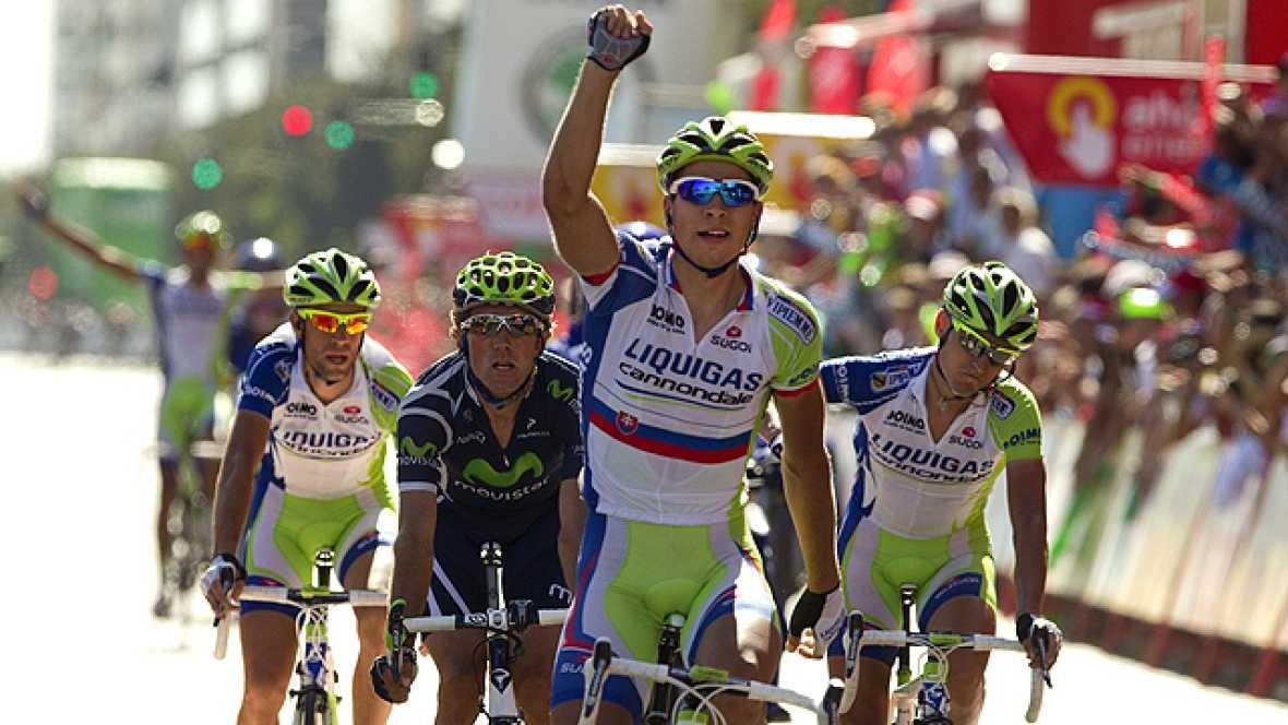 El corredor del Liquigas Peter Sagan se ha impuesto en la llegada masiva a Córdoba de la sexta etapa de la Vuelta ciclista a España 2011, después de un gran trabajo de su equipo, el Liquigas italiano.