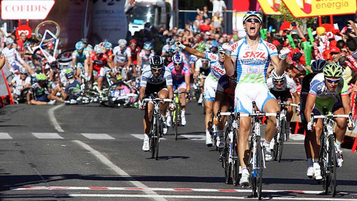 Una caída ha marcado el final de la séptima etapa de la Vuelta con final en Talavera de la Reina, donde se ha impuesto el corredor del Skil Marcel Kittel. Corredores importantes como 'Purito' Rodríguez o Tyler Farrar se han visto involucrados.