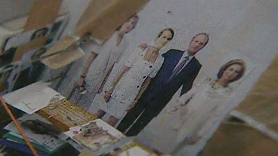 Antonio López a punto de terminar el retrato de la familia real que comenzó en 1994