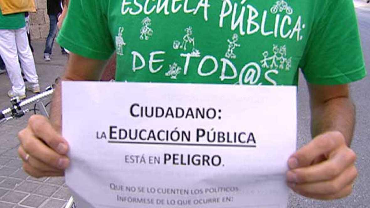 Los profesores siguen encerrados en espera de que Aguirre de marcha atrás