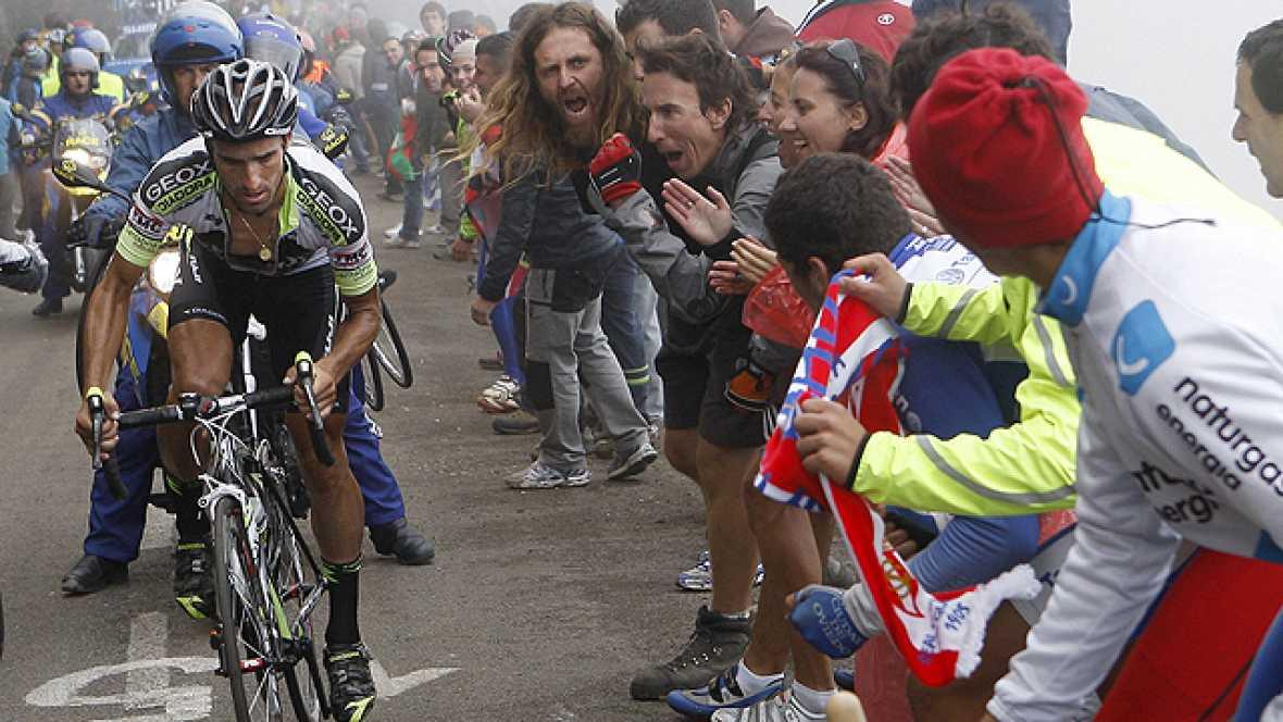 """El día grande de Cobo no podía tener mejor escenario, nada menos que el """"Olimpo"""" del ciclismo español. La jornada del Angliru. Un puerto considerado como el más duro de Europa junto a los italianos del Mortirolo y el Zoncolan. Allí, entre rampas impo"""