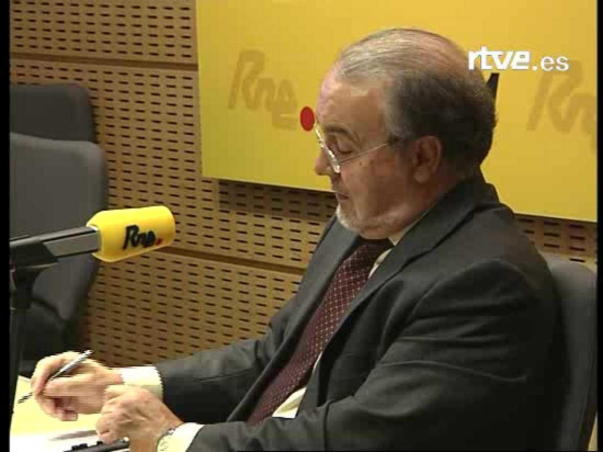 El ministro de Economías, Pedro Solbes, ha negado en Radio Nacional que haya una crisis económica en España