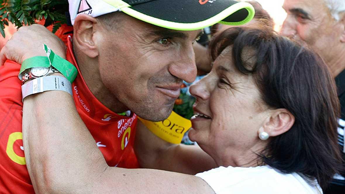 La Vuelta sale de Cantabria y la afición aún está eufórica después del espectáculo que ofreció su paisano Juanjo Cobo junto al británico Froome.
