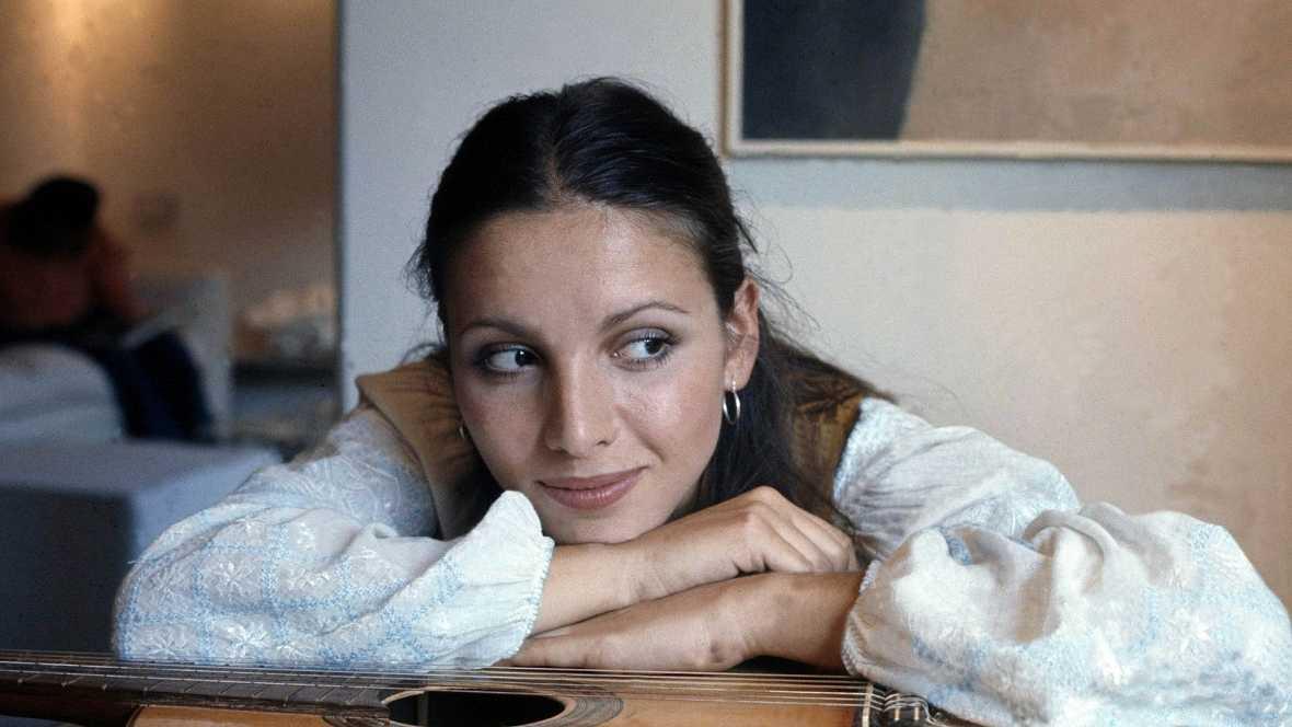 """Ana Belén canta """"Agapimú"""""""