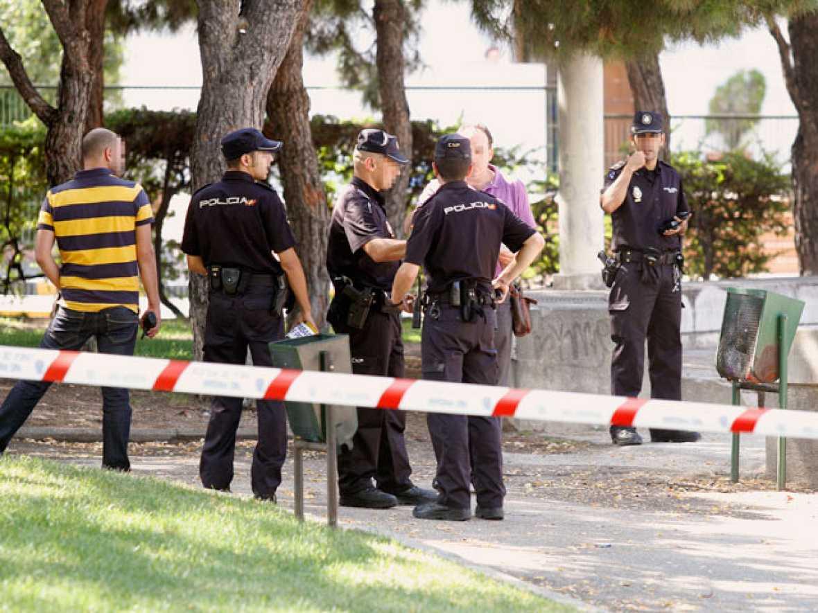 Heridos tres agentes nacionales a los que el agresor arrebató dos armas