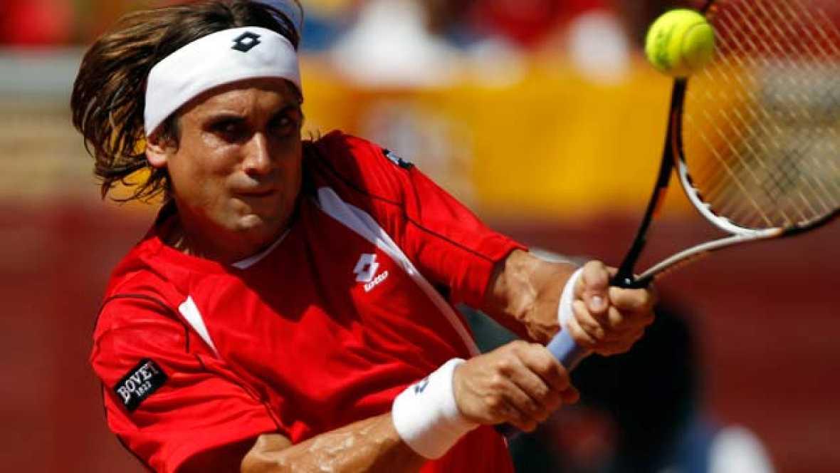 David Ferrer ha conseguido el segundo punto para el equipo español de Copa Davis (2-0) tras ganar al francés Gilles Simon por 6-1, 6-4 y 6-1.