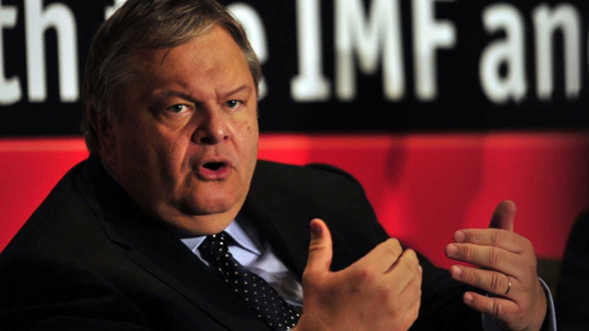 El FMI pide más ajustes a Grecia, que se plantea despedir a 100.000 funcionarios