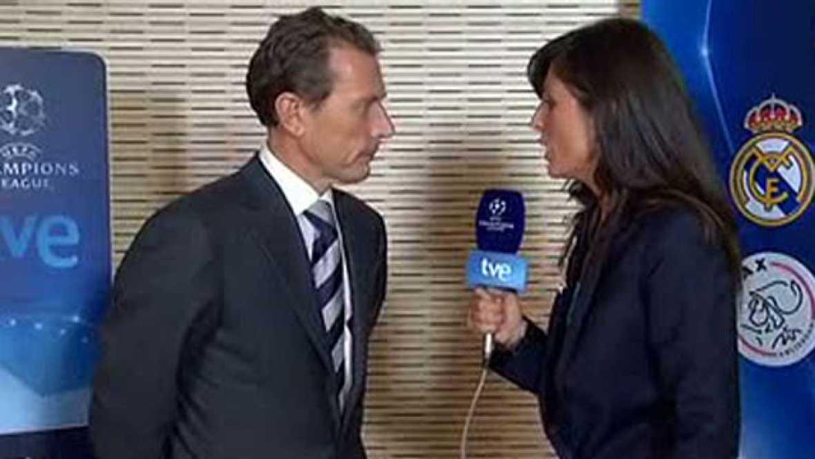 El director de Relaciones Institucionales del Real Madrid, Emilio Butragueño, ha felicitado a su equipo por la victoria ante el Ajax. Cree que los tres han sido  grandes goles, en especial el de Cristiano Ronaldo.