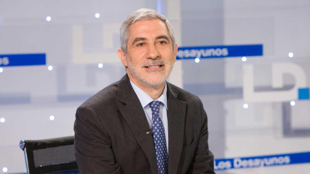 Llamazares alerta de que España va a fragmentar su cohesión  social con los recortes en Educación y Sanidad