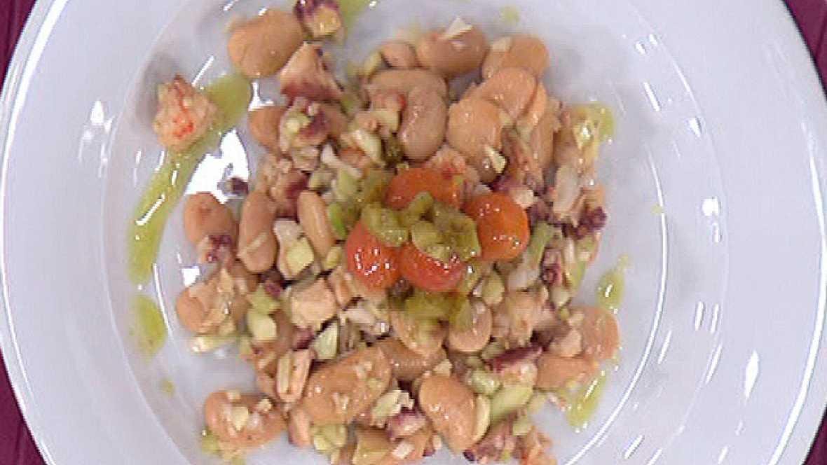 Judiones templados con pulpo en salsa de albahaca