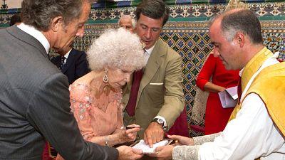 La Duquesa de Alba se ha casado hoy en Sevilla, a sus 85 años, con Alfonso Díez.
