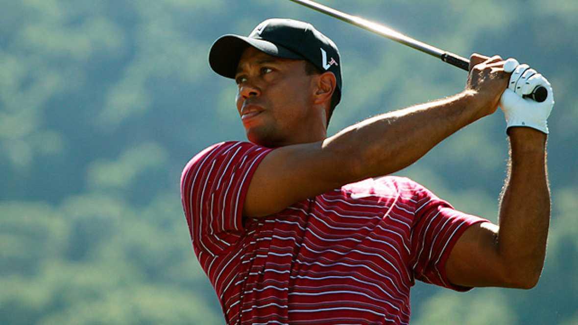 Nuevo incidente en la vida de Tiger Woods. Esta vez llegó volando en forma de perrito caliente de las manos de un aficionado mientras el golfista disputaba un torneo en California.