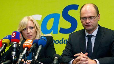 Un pequeño partido de la coalición gobernante en Eslovaquia bloquea la aprobación del refuerzo del plan de rescate europeo, que tiene que ser sometido a votación en el parlamento eslovaco, el último que queda por ratificar el acuerdo del Consejo Euro