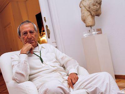 El modisto Elio Berhanyer gana el Premio Nacional de Diseño de Moda