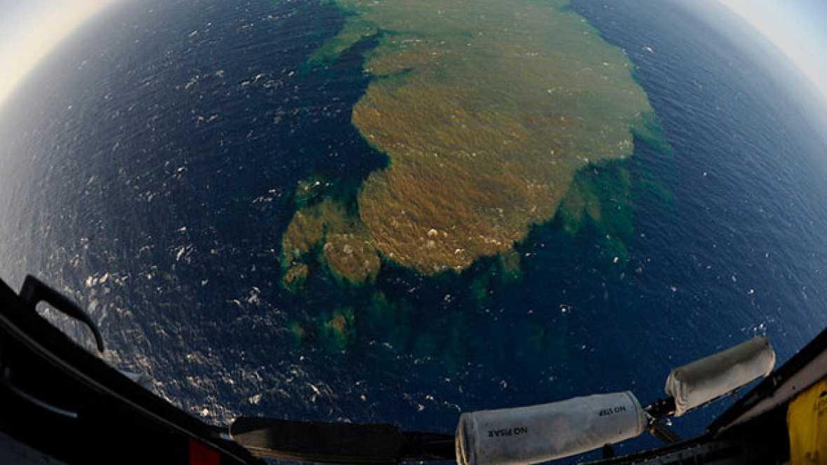 En El Hierro todo el mundo está pendiente de las manchas de lava