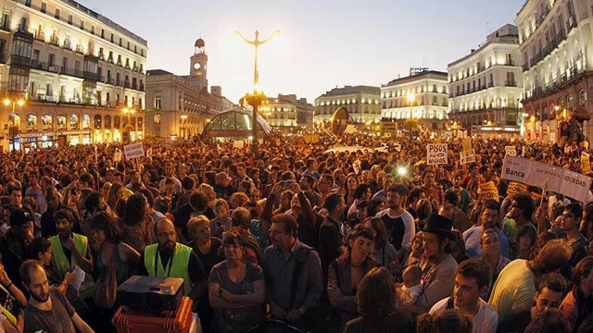 Miles de 'indignados' abarrotan la Puerta del Sol