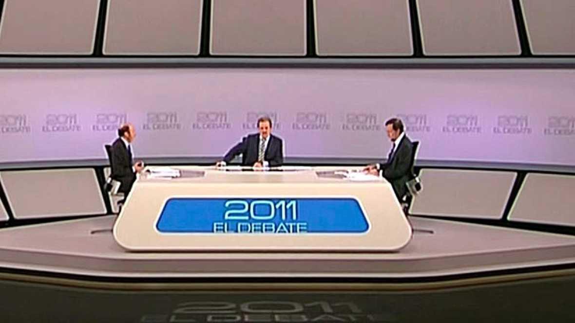 Rubalcaba y Rajoy celebran el fin de ETA.